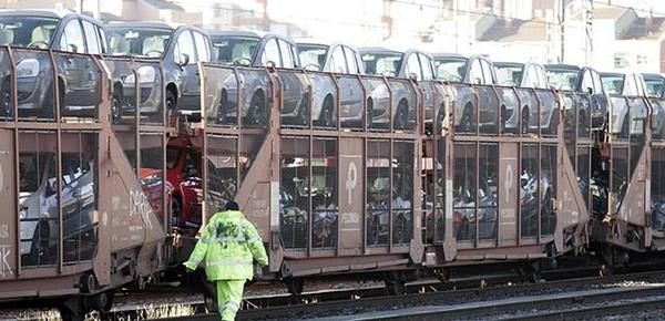 Transporte de vehiculos en tren esta en aumento en Mexico