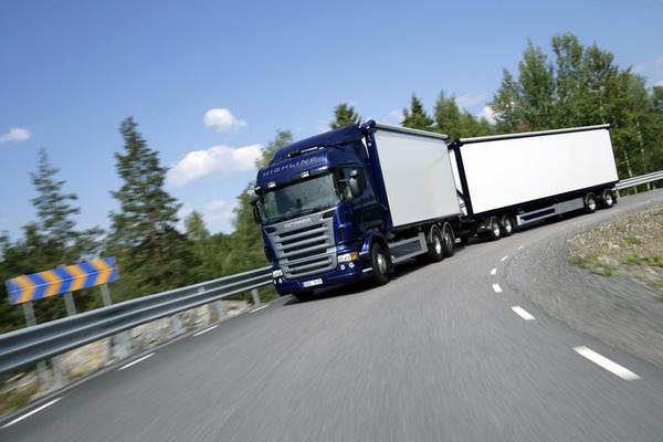 Camiones que incumplen normativa causan desperfectos en carreteras mexicanas