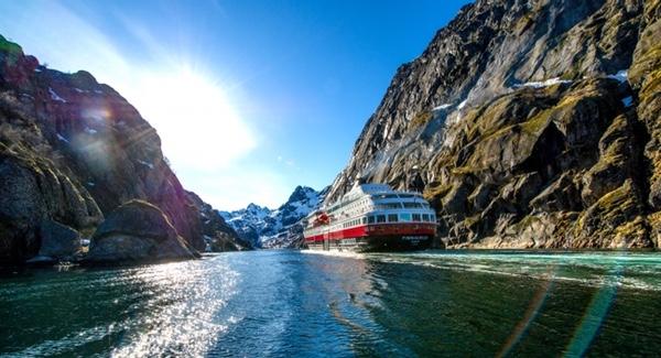 hurtigruten-usara-buques-hibridos-para-expedicion-polar
