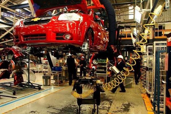 ecuador-pide-mas-inversion-a-empresas-automotrices
