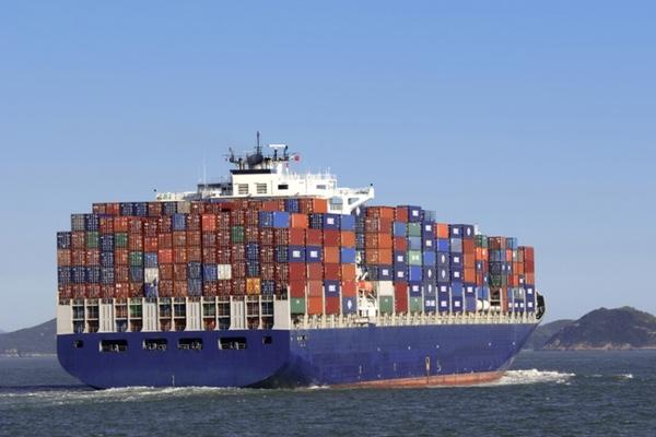 transporte-maritimo-de-contenedores-toca-fondo