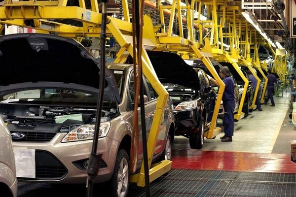victoria-de-trump-amenaza-a-las-automotrices-que-operan-en-mexico
