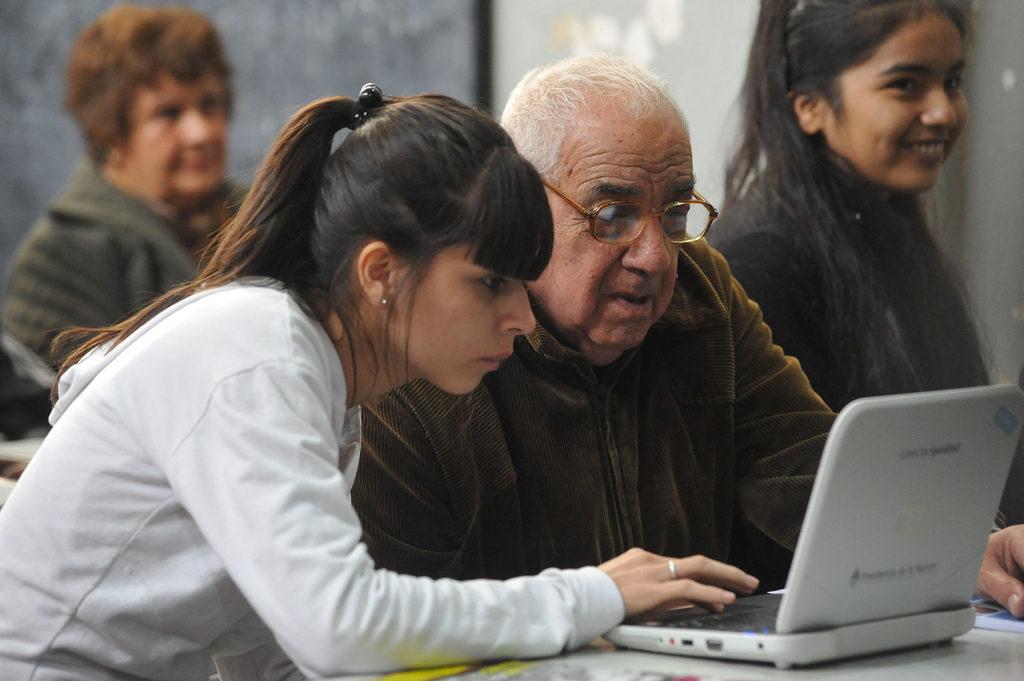 Sipay busca romper brecha digital con los mayores