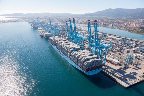 transporte-maritimo-de-contenedores