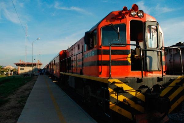 Bolivia y Perú fijan plazos para tren bioceánico