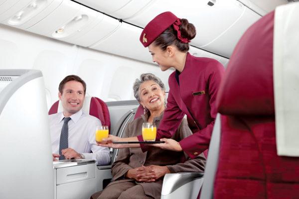 azafata-qatar-airways
