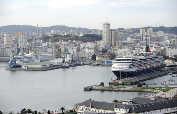 cruceros-en-el-puerto-de-La-Coruna