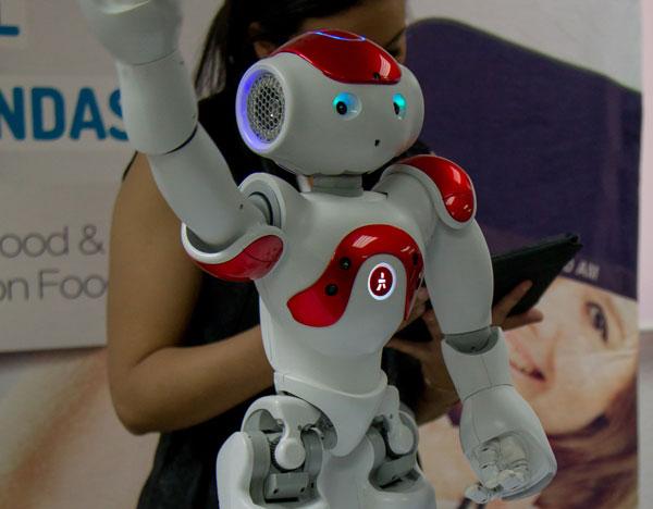 RetailForum2016-robot-tecnologia