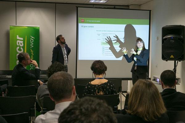 Sheila-Struyck-Directora-de-Marketing-del-Grupo-Europcar-y-responsable-del-LAB-de-innovación-en-París-y-Pere-Estupinya-divulgador-científico