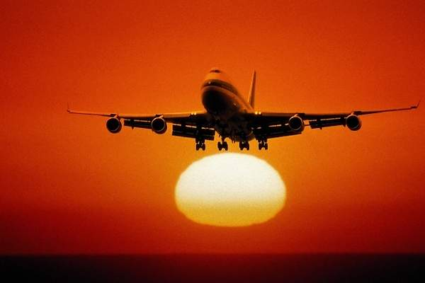 avion-boeing-747-amanecer