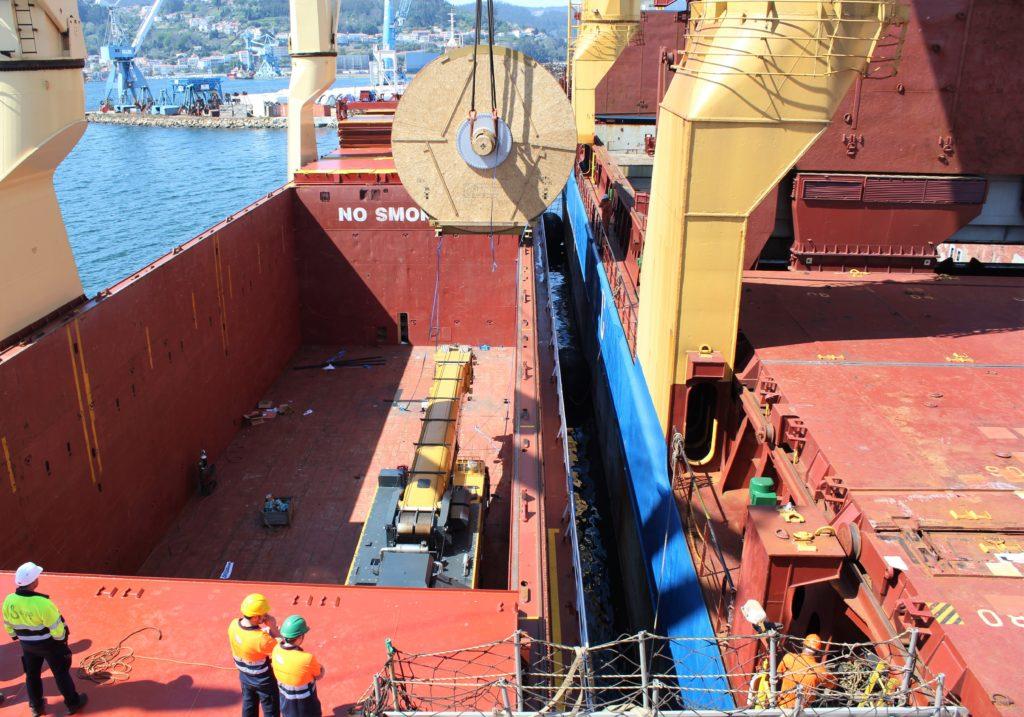 Puerto de Ferrol carga de maquinaria