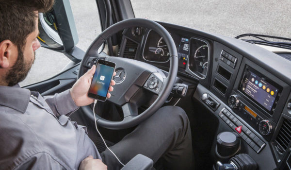 mercedes-benz-instala-sistemas-apple-carplay-mirrorlink
