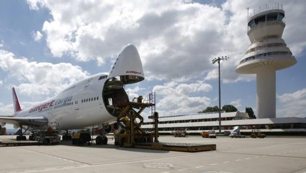Aeropuerto de Foronda bate récord de carga en abril