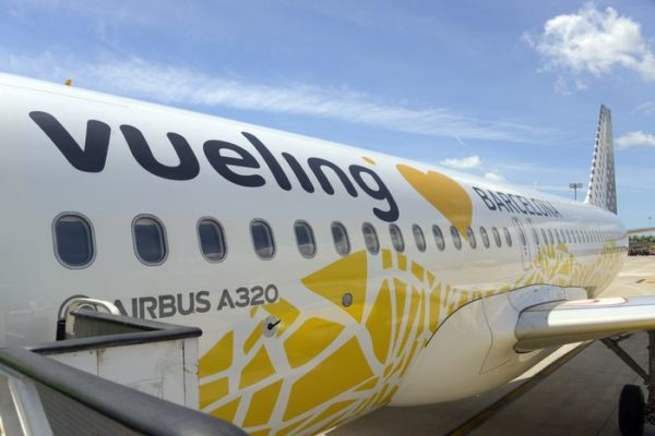 Airbus-A320-Vueling-love-Barcelona