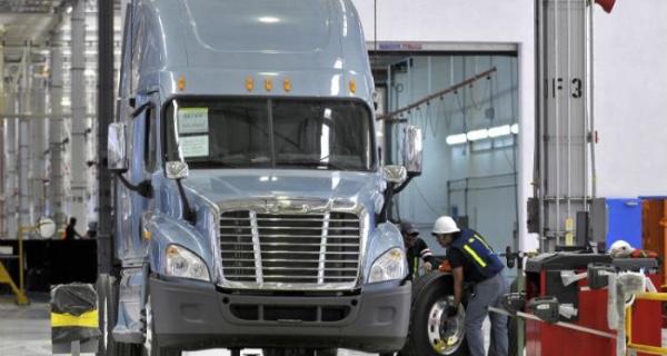 Produccion y exportacion de camiones sigue en descenso en Mexico