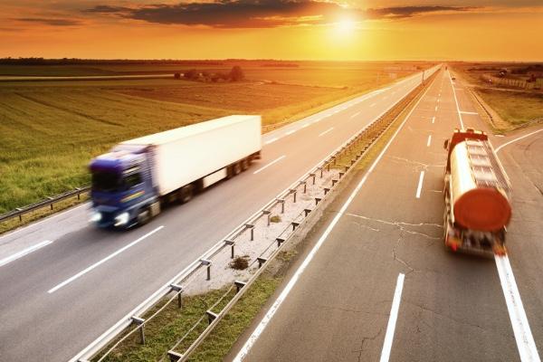 SCT verifica mas de 23.000 camiones en Baja California (Mexico)