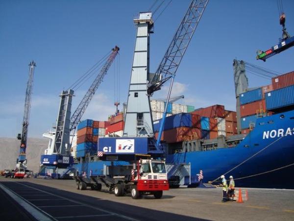 Puerto de Iquique (Chile) avanza en su reconstruccion