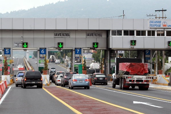Subida peajes afecta al transporte en Mexico