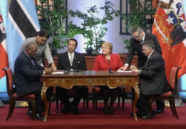 Chile y Botswana firman memorando de entendimiento para comercio