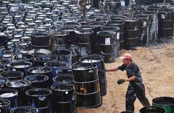 Ecuador reconoce que debe pagar deuda en barriles de petroleo