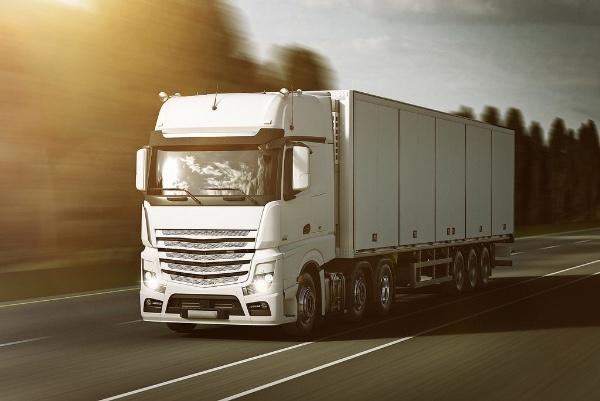 Camioneros se oponen a la limitacion de circulacion en Guadalajara (Mexico)