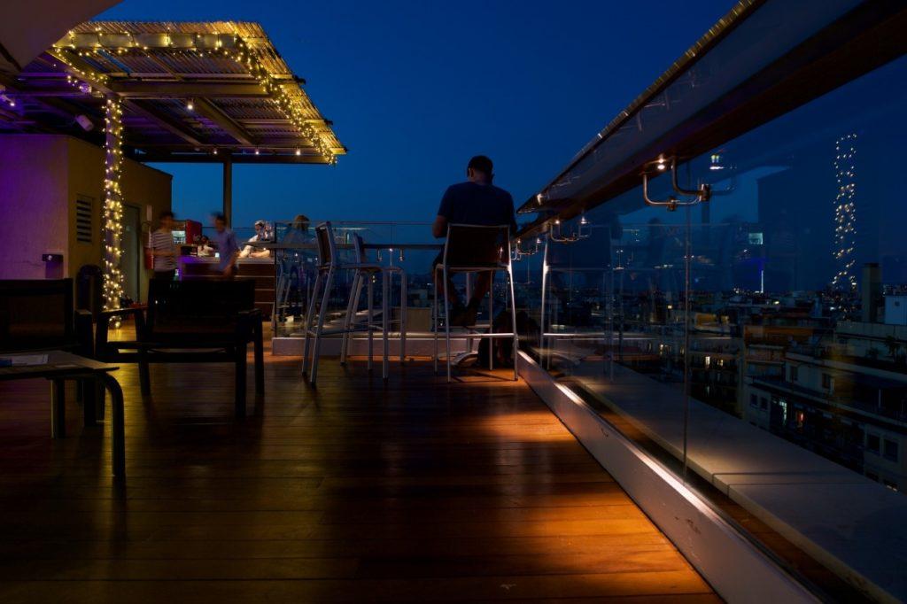 Ouside BCN ilumina la terraza del Ayre Hotel Rosellón