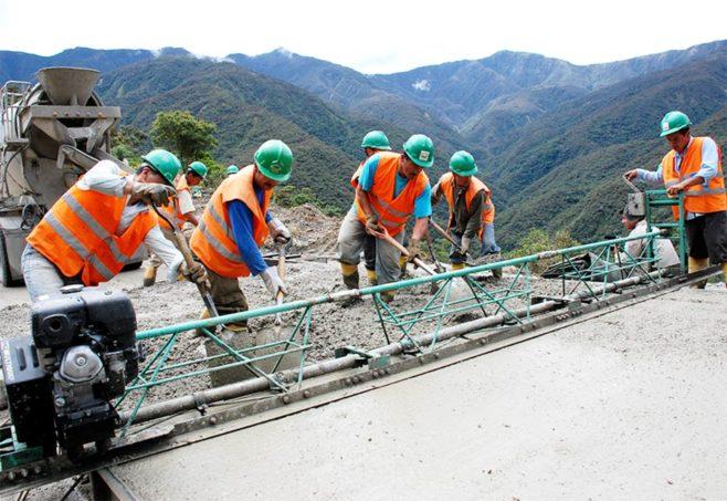 Ecuador requiere mil millones de dólares para culminar 640 obras públicas