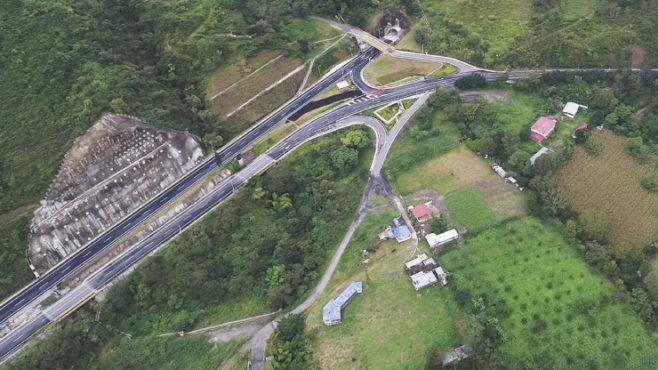 Colombia pone en marcha cuatro túneles y 16 puentes en vías claves para mejorar transporte y logística