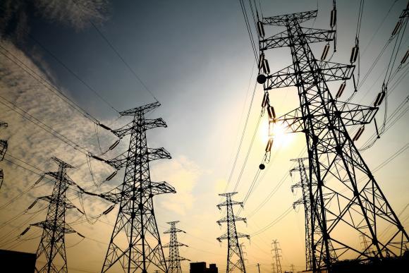 Ecuador y Chile acuerdan impulsar la interconexión eléctrica regional