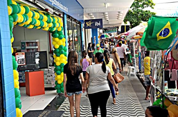 Las ventas minoristas en Brasil crecieron un 6,4% en los últimos doce meses, según IBGE