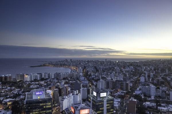 Moody's mejora la perspectiva de la banca uruguaya por su recuperación económica