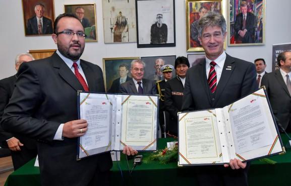 Bolivia firma acuerdo de cooperación en Austria para formar a ingenieros ferroviarios