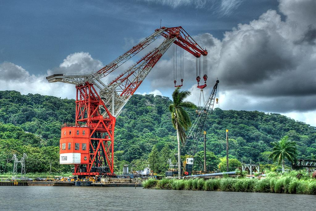 """Canal de Panamá reemplazará en 2019 a la grúa flotante """"Titán"""""""
