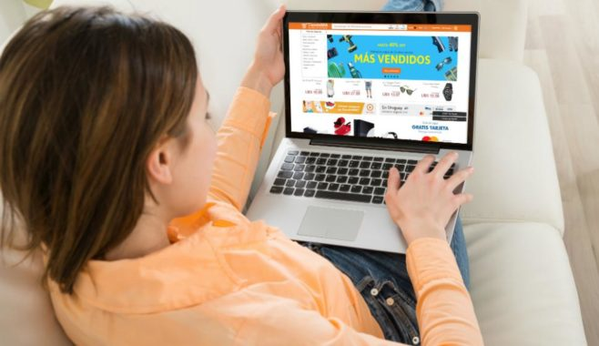 Estadounidenses gastaron 108.200 millones de dólares en compras online durante la temporada de fin de año