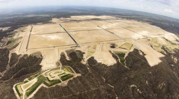 Ecuador invita a empresarios mundiales invertir en la refinería de Manabí