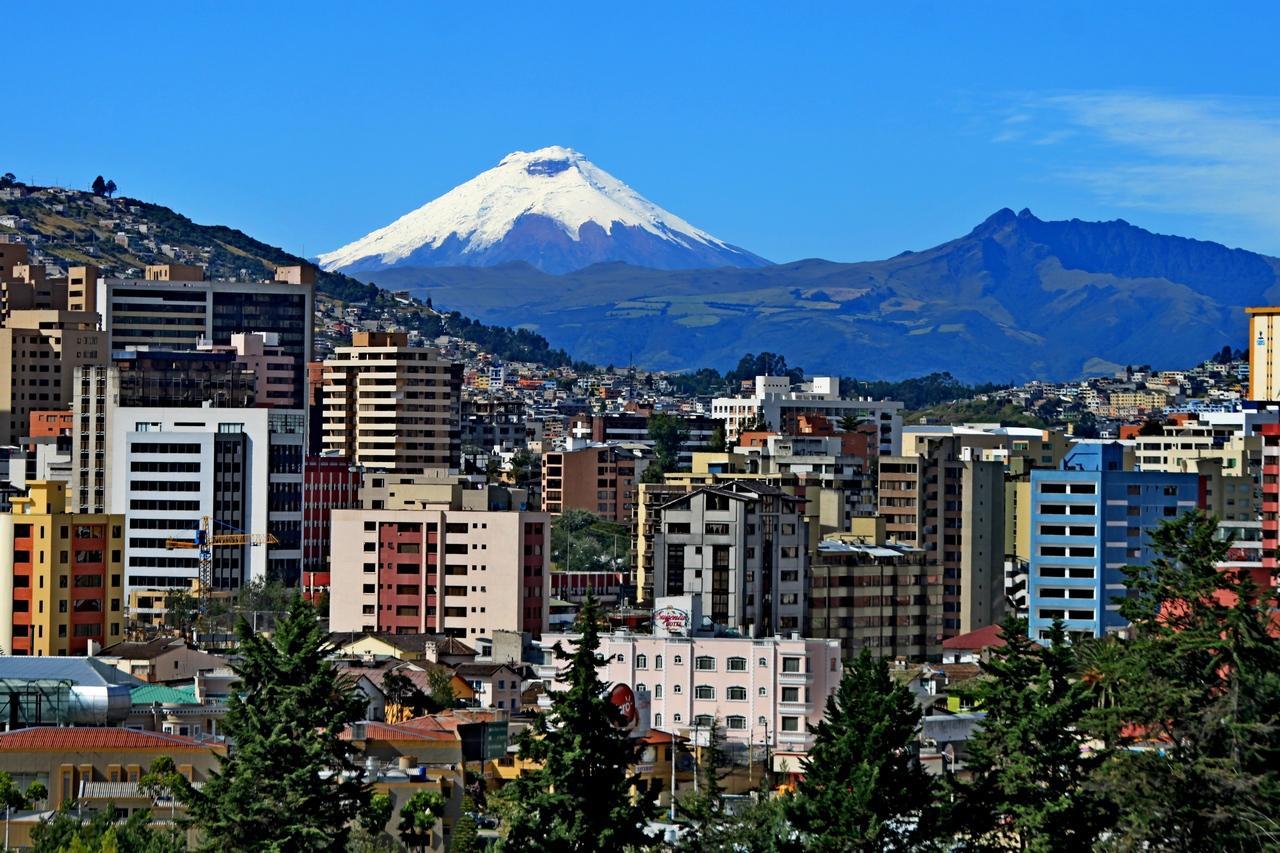 Expertos analizan formas de mejorar los servicios logísticos en Quito (Ecuador)