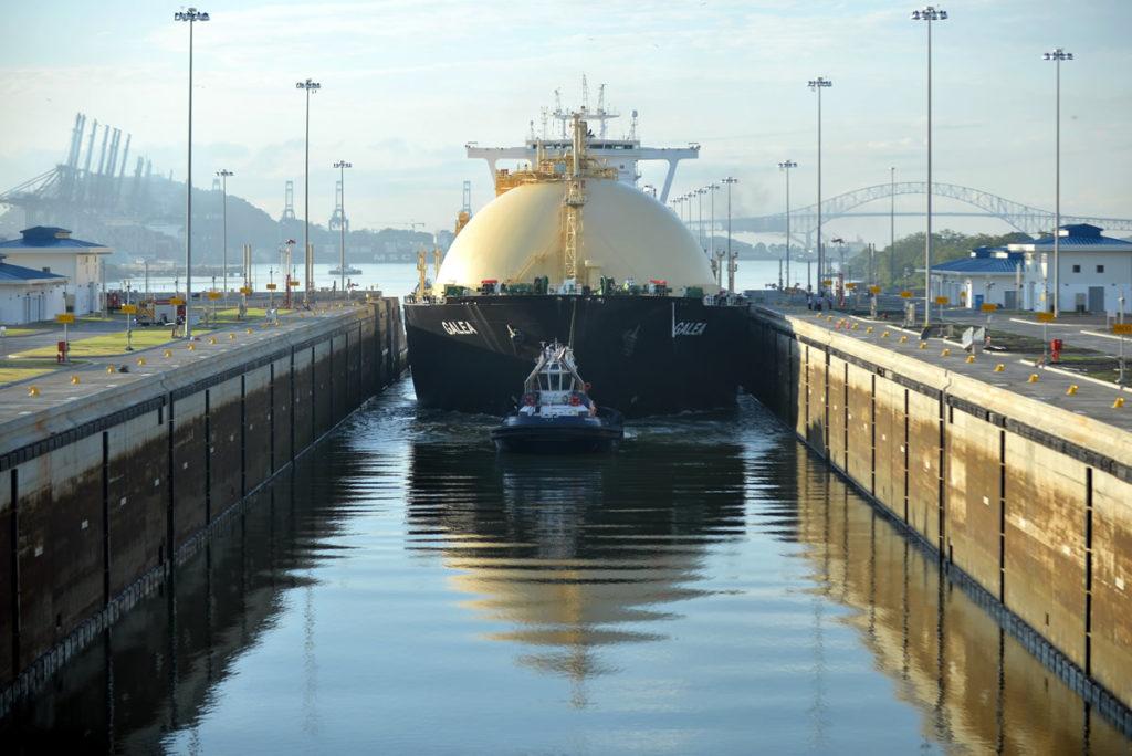 Canal de Panamá analiza con Cheniere Energy el mercado de buques de GNL en la vía interoceánica