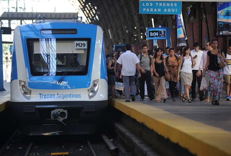 Argentina lanza plan para trenes de cercanías para mejorar conectividad y logística