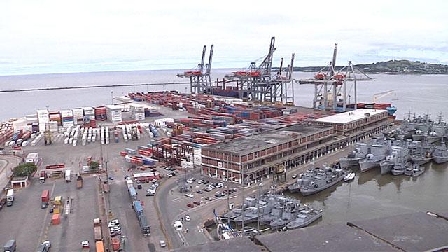 Expertos consideran que con fuertes obras de dragado, Montevideo podría ser considerado como un puerto de aguas profundas