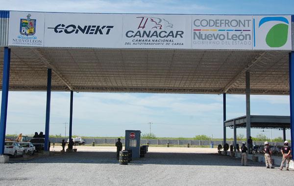 Inauguran parador de transporte de carga en Puente Fronterizo Colombia en Nuevo León (México)