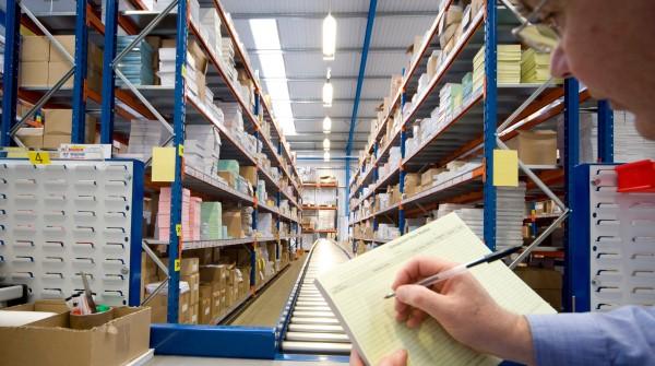 Retail y logística, los sectores de más recarga en el trabajo según estudio
