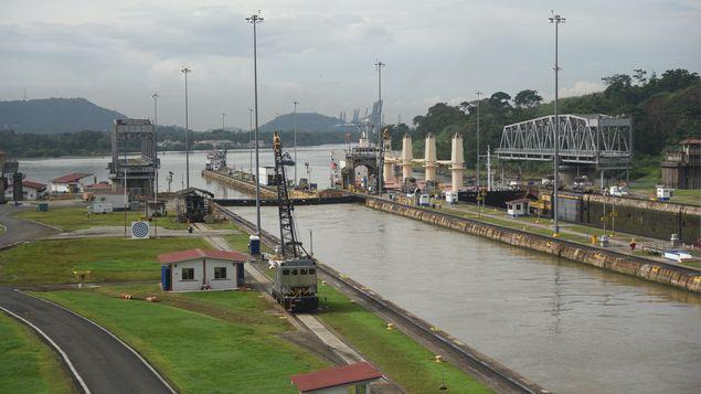 El Canal de Panamá desmantelará puente giratorio de Miraflores en desuso