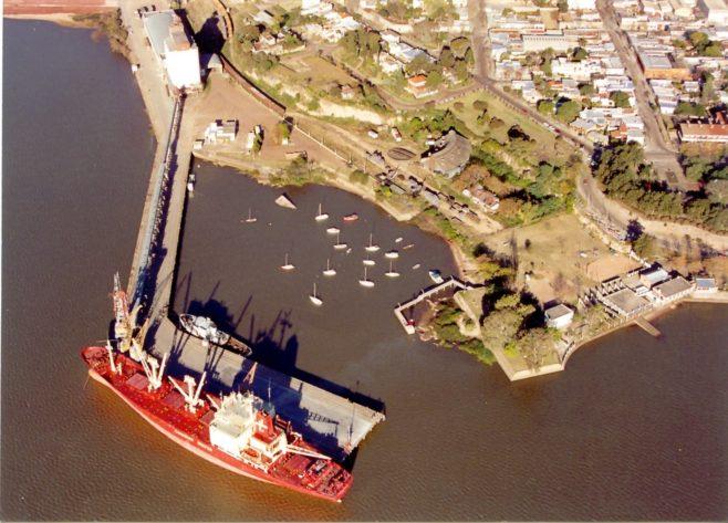 Autoridades indican que dragado río Uruguay aumentará capacidad de carga del puerto de Fray Bentos