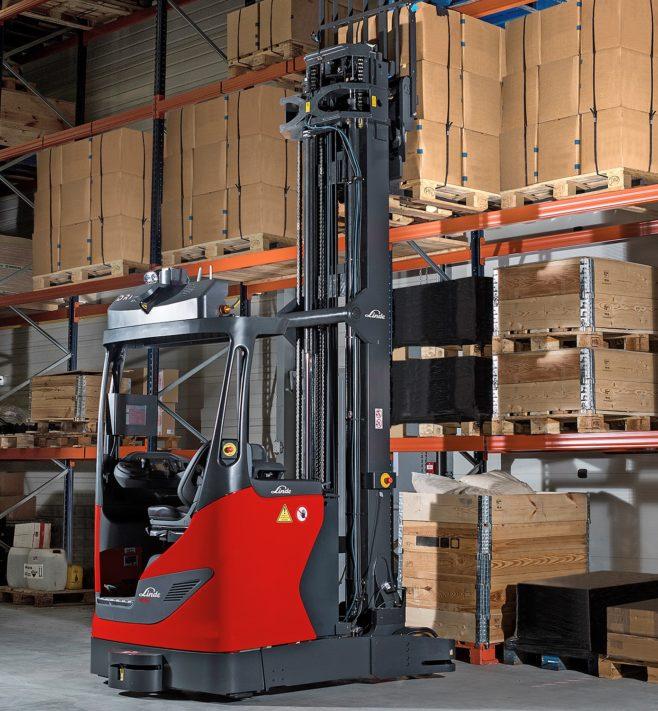 Presentan la Linde R-MATIC, una carretilla que almacena mercancías de manera automática en estanterías a gran altura