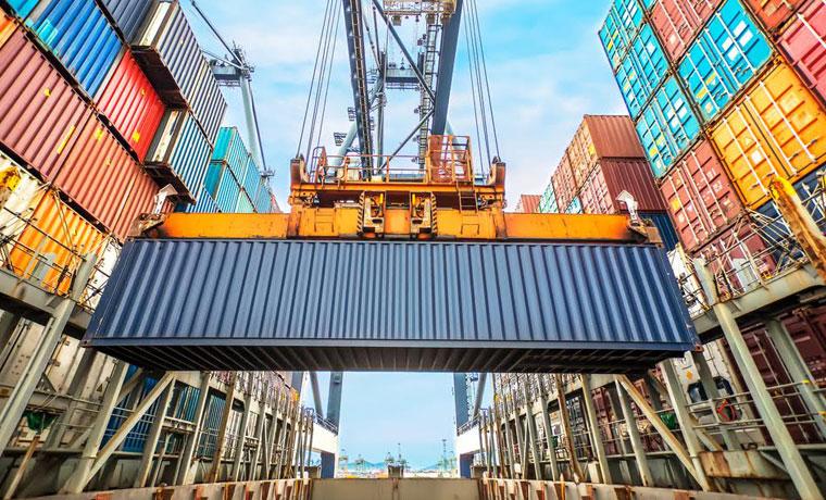 Costa Rica cerca de equilibrar la balanza comercial de productos y servicios