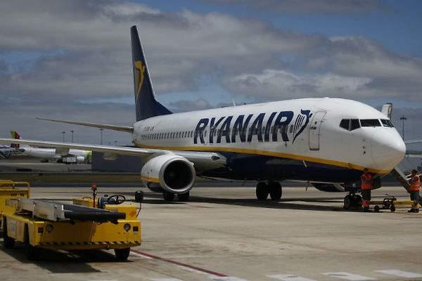 Ryanair busca tripulantes de cabina espa oles - Cabina ryanair ...