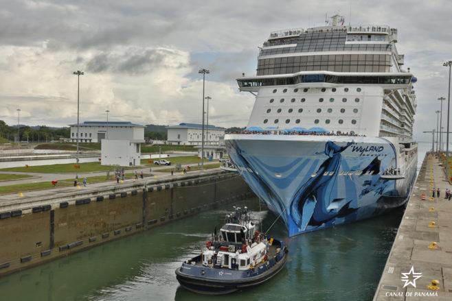 Canal de Panamá registra nuevo hito con la llegada del crucero Norwegian Bliss, el más grande que ha cruzado hasta la fecha