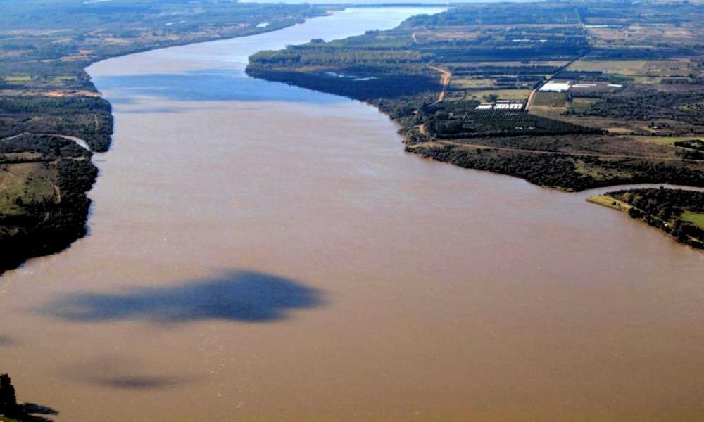 Uruguay estima que dragado en litoral oeste facilitará transporte de buques de ultramar