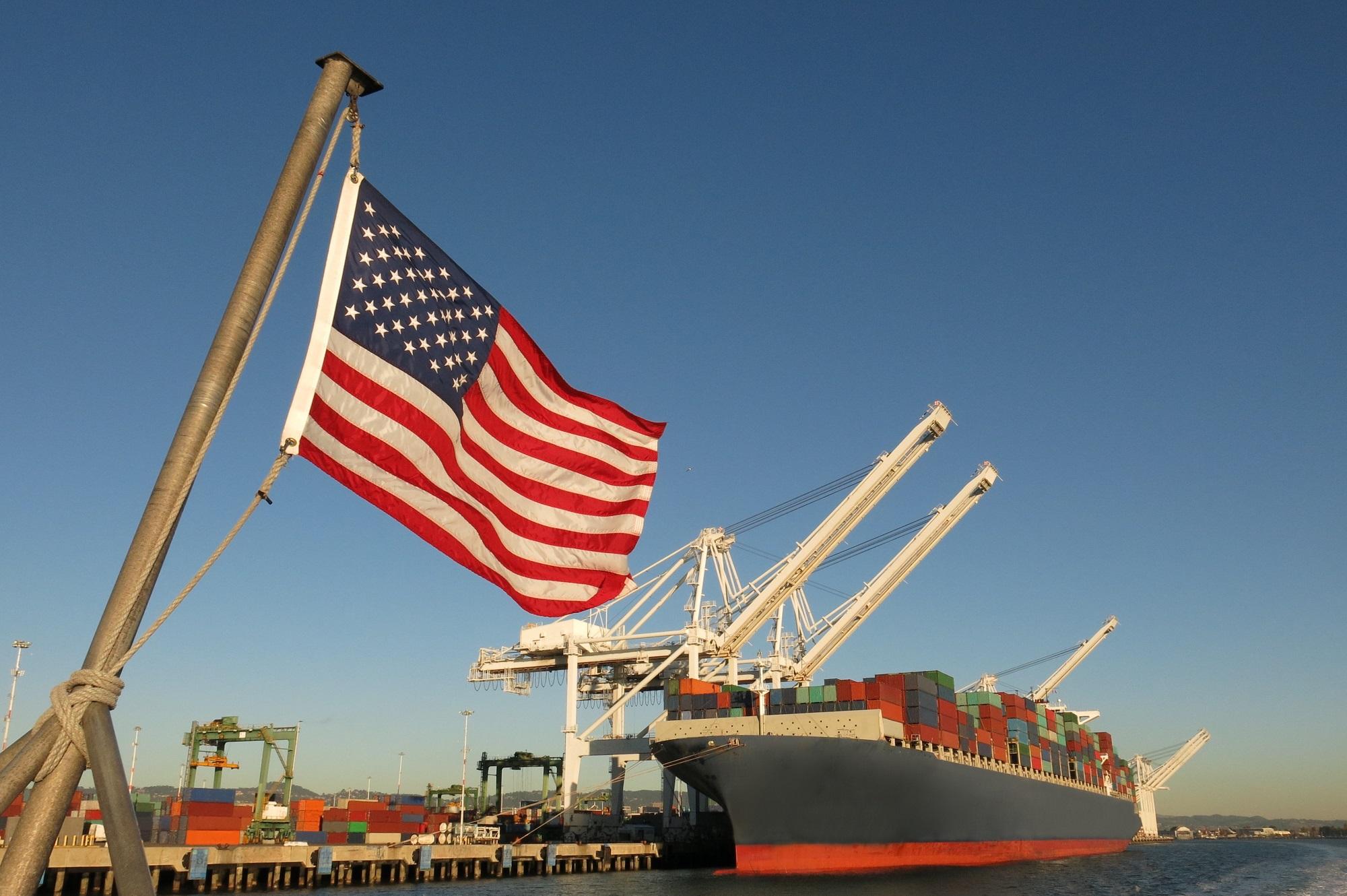El déficit comercial de Estados Unidos baja en abril al mínimo en siete meses