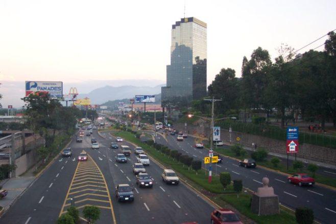 """El Salvador destaca su crecimiento económico superior a su """"potencial histórico"""""""